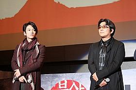 釜山国際映画祭で舞台挨拶に立った佐藤健と大友啓史監督「るろうに剣心」