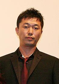 舞台挨拶に立った新井浩文「赤い季節」