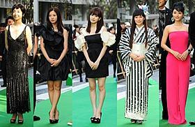 グリーンカーペットを彩った(左から) 草刈民代、吉高由里子、前田敦子、柴咲コウ、石原さとみ「終の信託」