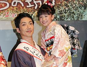野村萬斎に抱えられ、満面の笑みの芦田愛菜ちゃん「のぼうの城」
