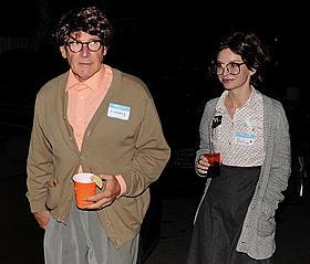"""ハリソン・フォード夫妻、今年のハロウィンは """"年金生活の老夫婦""""がテーマ"""