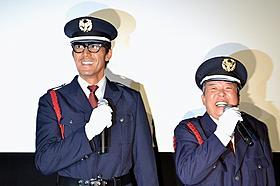 警備員に扮した阿部寛&村上ショージ「カラスの親指」