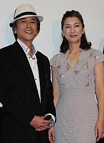 舞台挨拶に立った高橋惠子と寺島進「カミハテ商店」