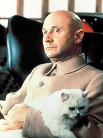 「007は二度死ぬ」のドナルド・プレザンス「007 スカイフォール」