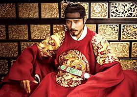 一人二役で時代劇に挑んだイ・ビョンホン「王になった男」