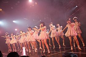 1周年公演でオリジナル曲「初恋バタフライ」を披露するHKT48