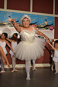 チュチュ姿を披露したインパルス・堤下「ファースト・ポジション 夢に向かって踊れ!」