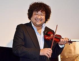 イベントに駆けつけた葉加瀬太郎氏「命をつなぐバイオリン」
