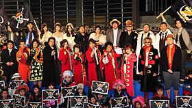 レギュラー声優陣とゲスト声優の香川照之、篠原涼子らが記念撮影「ONE PIECE FILM Z」