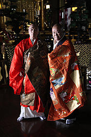 厳かなシーンだが、現場は和やかだった堺と西田「大奥」