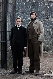 そろってオスカー候補に挙がった グレン・クローズ(左)とジャネット・マクティア(右)「アルバート氏の人生」