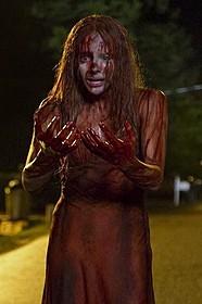 クロエ・モレッツが血まみれに「キャリー」
