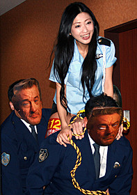 ミニスカポリス姿で登場した壇蜜「フリーランサー NY捜査線」