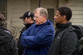 撮影中のR・ゼメキス監督(中央)とD・ワシントン(右)「フライト」