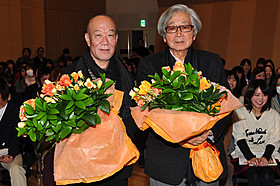 山田洋次監督(右)と音楽を担当した久石譲「東京家族」