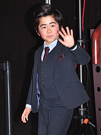 スーツ姿で新作をPRした鈴木福くん「コドモ警察」