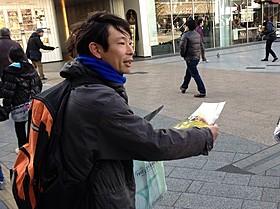 秋葉原の駅前で宣伝を行った俳優の水澤紳吾「ぼっちゃん」