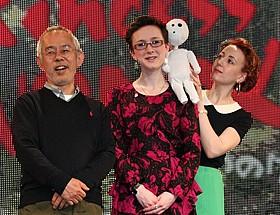 会見に出席した鈴木敏夫プロデューサー、 アレクサンドラ・ルター氏、美術監督のポリー・クレア・ブーン氏「もののけ姫」