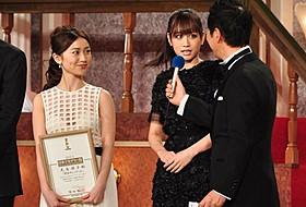 久々の2ショットを披露した前田敦子&大島優子「闇金ウシジマくん」