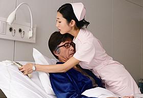 セクシー看護師役で出演する壇蜜「体脂肪計タニタの社員食堂」