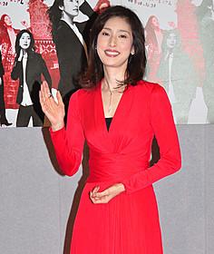 真っ赤なドレスで登場した天海祐希
