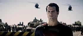 「マン・オブ・スティール」の一場面「スーパーマン」