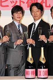 大ヒットの祝杯をあげた田中圭と川原和久「相棒シリーズ X DAY」