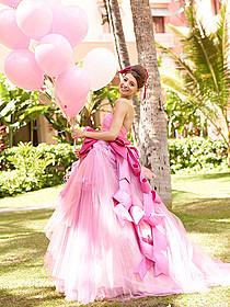 大好きなハワイでウェディングドレスを着た吉川ひなの