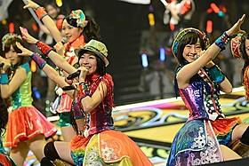 昨春に続きガイシホールで単独コンサートを成功させた 松井珠理奈(左)、松井玲奈(右)らSKE48