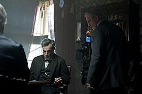 「リンカーン」撮影中のダニエル・デイ=ルイスと スティーブン・スピルバーグ監督「リンカーン」