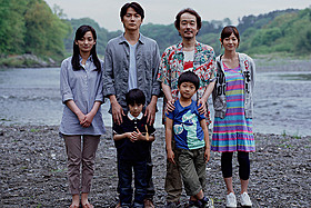 福山雅治が初の父親役を演じる「そして父になる」の一場面「そして父になる」