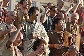 外国人に囲まれても違和感なし。阿部寛の古代ローマ人姿再び「テルマエ・ロマエ」