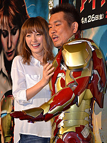 夫婦でイベントに参加した藤本敏史と木下優樹菜「アイアンマン」