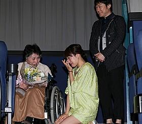 1年ぶりに涙の再会を果たした 菅野美穂と木村美千子さん、阿部サダヲ「奇跡のリンゴ」