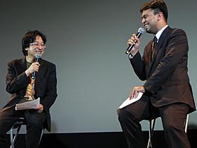 (左より)作品テーマを語り合った町山氏とプラサード・バクレ氏「きっと、うまくいく」
