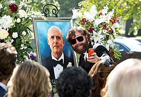 アランは父の葬儀でもやりたい放題…「ハングオーバー!!! 最後の反省会」