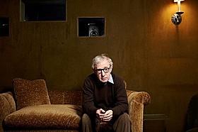 ローマで撮影した新作を語るウッディ・アレン監督「ローマでアモーレ」