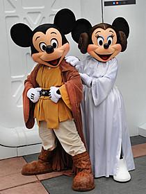 スター・ウォーズの衣装を着たミッキーたち「スター・ウォーズ」