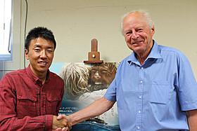 (左より)石川直樹氏とトール・ヘイエルダール・Jr.氏「コン・ティキ」