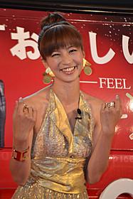 ゴールドのドレスで登場した安田美沙子「スター・ウォーズ」