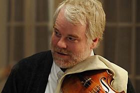 ホフマンは「第1のパートを弾きたい」と言い出す第2バイオリン奏者役「25年目の弦楽四重奏」