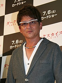 ホラー映画のイベントに登場した哀川翔「ダークスカイズ」