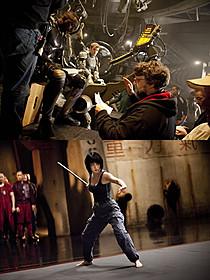 デル・トロ監督の演出風景(上)と劇中の菊地凛子(下)「パシフィック・リム」