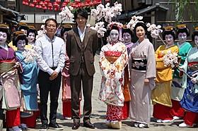 (左から)周防正行監督、長谷川博己、上白石萌音、富司純子「舞妓はレディ」