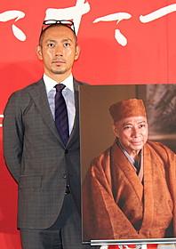 父・團十郎さんとの共演を語った川海老蔵「利休にたずねよ」