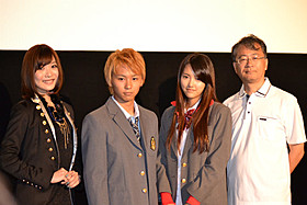 舞台挨拶に立った須賀健太、竹富聖花ら「悪の教典」
