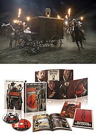 実際の馬を使ったリアルなアクションシーン(上)と 特典満載の「プレミアム・エディション」(下)「ジャンゴ 繋がれざる者」