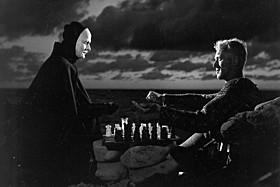 ウッディ・アレンが「最も影響を受けた映画」と公言する 「第七の封印」の一場面「野いちご」