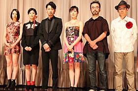 「シャニダールの花」初日舞台挨拶に 立った主演・綾野剛、石井岳龍監督ら「シャニダールの花」