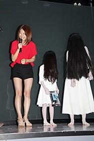貞子&子貞子の登場に笑みを 浮かべる瀧本美織「貞子3D」